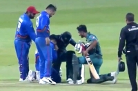 Shoaib malik wins hearts for afghans consoling aftab alam after win