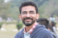 Shekar kammula to go with sentiment in his next