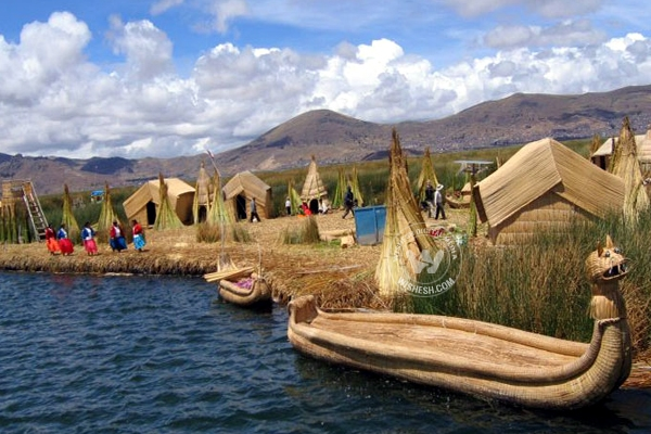 Titicaca uros groups artifial island