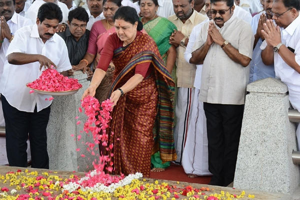Ec asks sasikala to explain aiadmk general secretary status