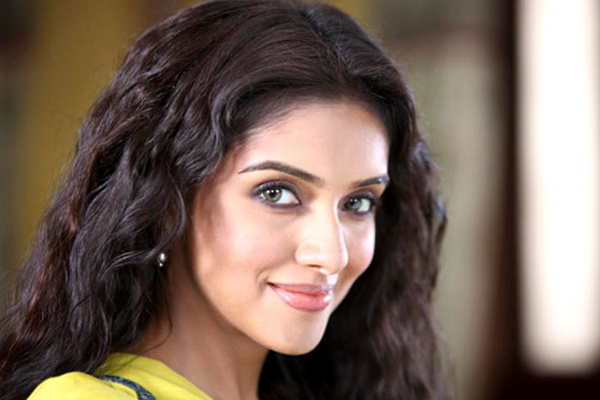 Asin gets a new neighbour, Prabhu Deva!