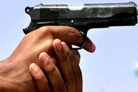 Bangalore One dead in bank robbery Rs 10 lakh stolen