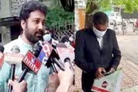 Actor siva balaji files complaint against school for barring his kids from online classes
